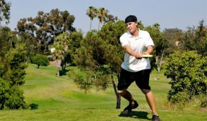 how to throw a backhand disc golf