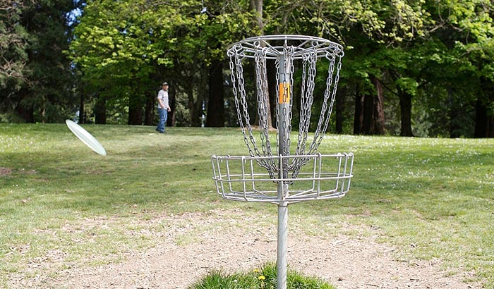how to throw a thumber disc golf